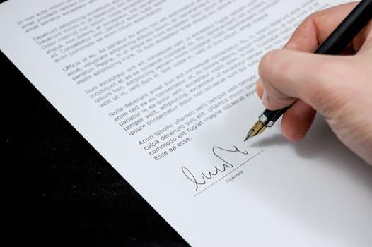 Co powinna zawierać umowa deweloperska?